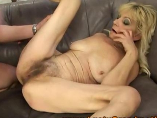 Amateur mature granny getting pussy fucked